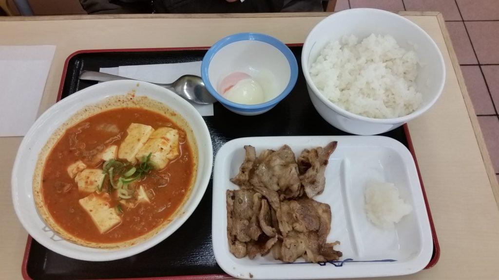 Tofu con cerdo y kimchi