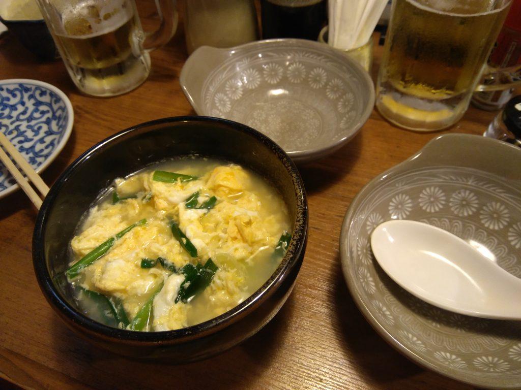 sopa de arroz, verduras y huevo