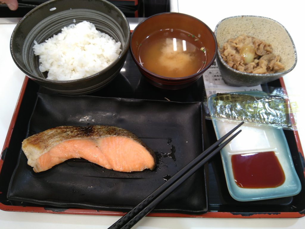 Desayuno en Yoshinoya