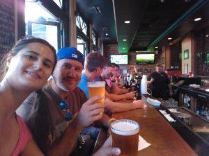 Cervezas viendo la NFL